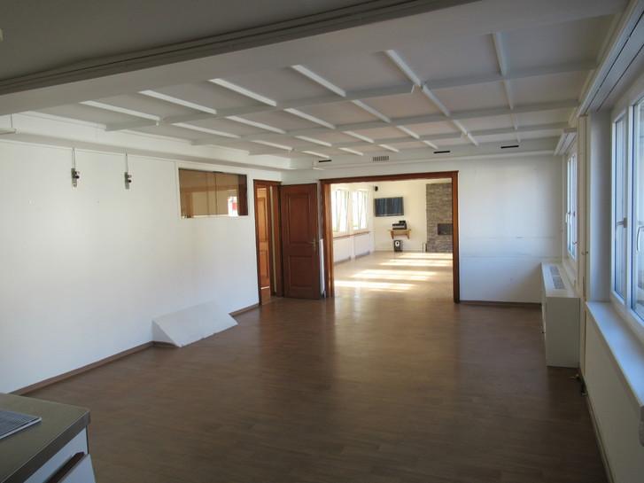 Renovierte Büros (Gewerberäume) mit bis zu 7 Parkplätze zu vermieten 9476 Weite