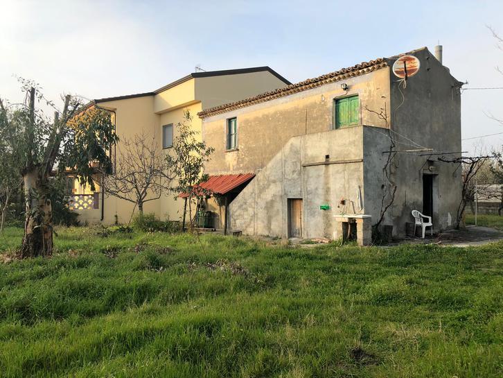Haus und Bauland in wunderbare Lage Cosenza  Calabrien Italien