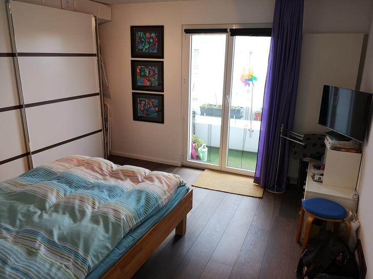 Schöne 4.5 Zimmer Wohnung an super Lage mit Pool und Alpensicht 3
