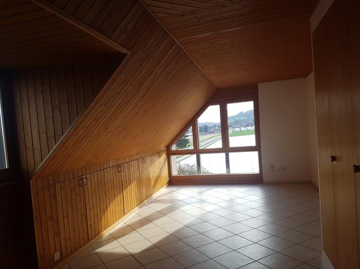 2 1/2 Zimmer Dachwohnung in Brüttelen 3237 Brüttelen