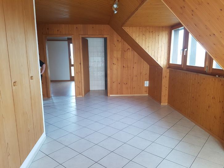 2 1/2 Zimmer Dachwohnung in Brüttelen 3