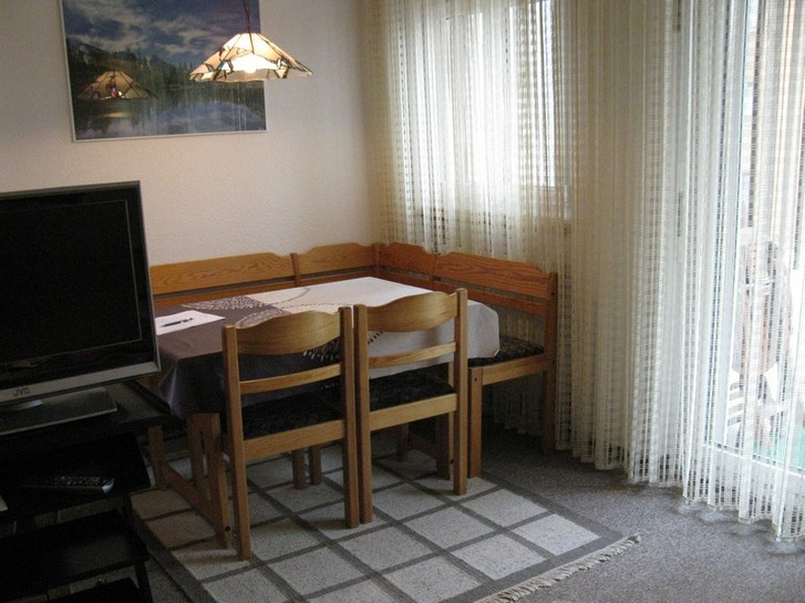 BARON grosse, helle 1.5 Zimmerwohnung mit zusätzlichem Zimmerchen mit 2 Betten 2