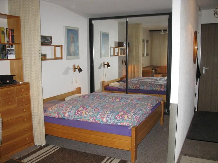 BARON grosse, helle 1.5 Zimmerwohnung mit zusätzlichem Zimmerchen mit 2 Betten 3