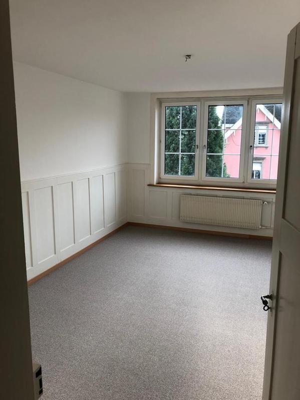 4 Zimmer Altwohnung mit neuem Parkett 2