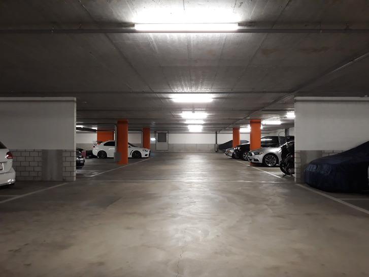 Autoeinstellplatz mit Waschplatz 2