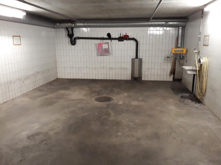 Autoeinstellplatz mit Waschplatz 3