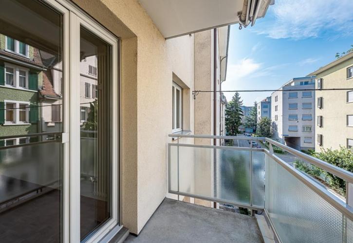 Möblierte 2.5 Zimmerwohnung mit Balkon an zentraler Lage !!! 2