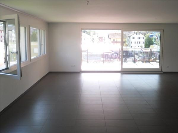 Tolle 5.5 Zimmer Wohnung mit Eigenheim Ausbaustandard 3