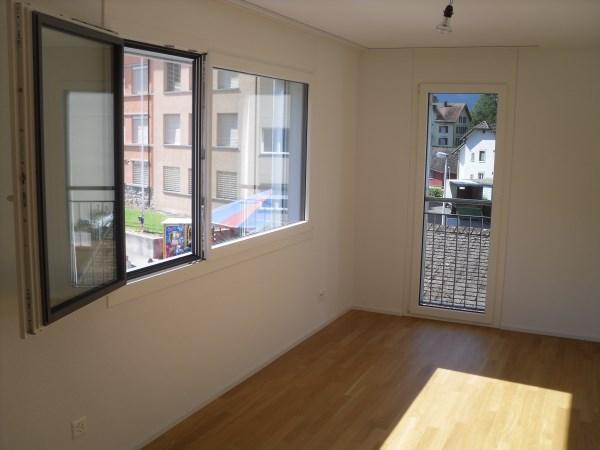 Tolle 5.5 Zimmer Wohnung mit Eigenheim Ausbaustandard 4