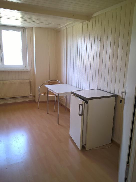 Möbliertes Zimmer alles inklusive mit Bad/Küche separat/teilbar 9465 Salez