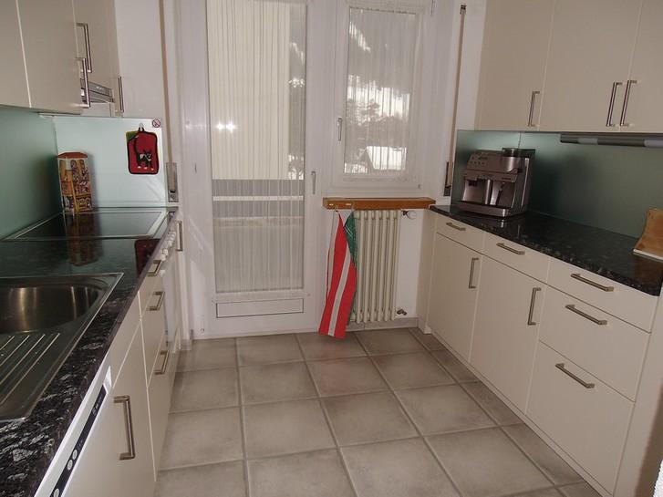 Appartementhaus SIESTA, 3.5 Zimmerwohnung, 2 Balkone, schöne neue Küche 2