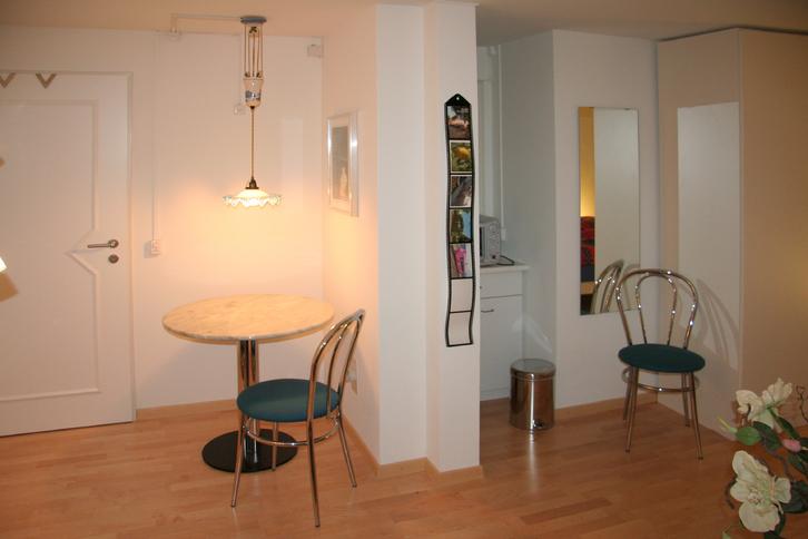 Ettingen BL, schön möbliertes Nichtraucherzimmer 26 m2.  4