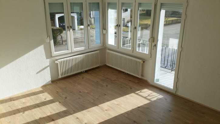 ZU VERMIETEN: 3.5 Zimmerwohnung an sonniger und ruhiger Lage 4434 Hölstein