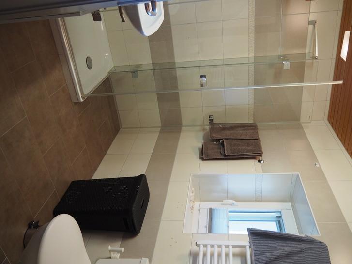 Einzelzimmer im EG eines Wohnhauses, gemeinsam genutztes Bad, keine Küche 2