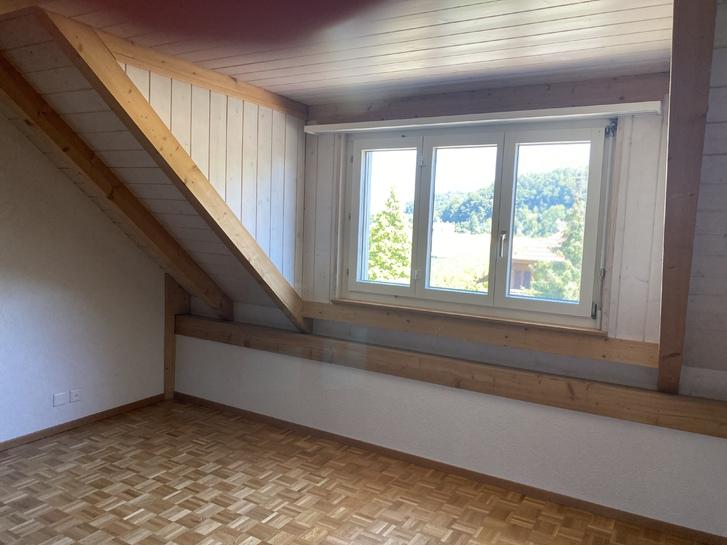 2 ½ Zimmer-Dachwohnung 20 Minuten von Bern 4