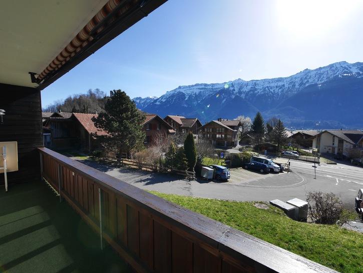 2.5-Zimmer-Wohnung mit PP und Garage und Balkon in Interlaken 2