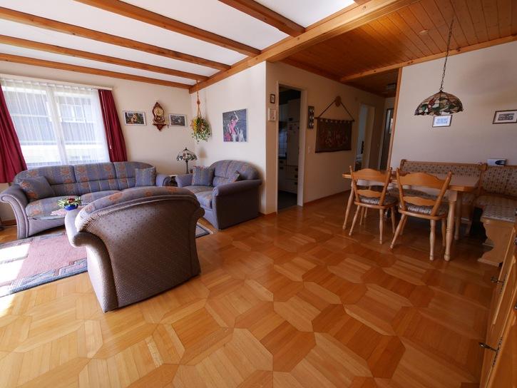 2.5-Zimmer-Wohnung mit PP und Garage und Balkon in Interlaken 3
