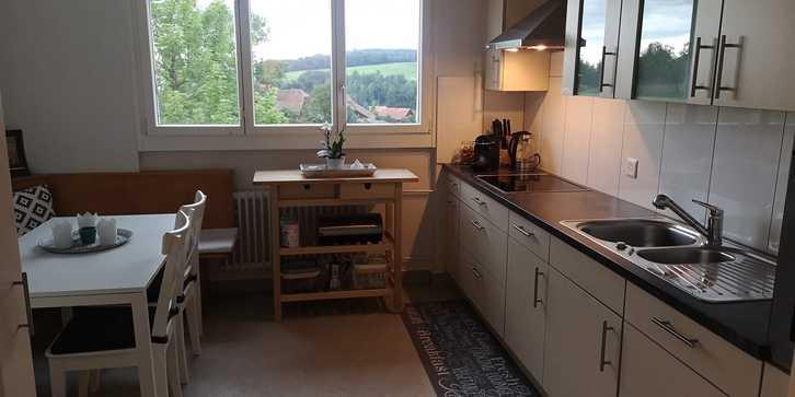 Renovierte, attracktive sowie preiswerte 4-Zimmer Wohnung 2.OG in Zweifamilienhaus inkl. Garage und Aussenparkplatz in Roggliswil 1'350.- pro Monat 2