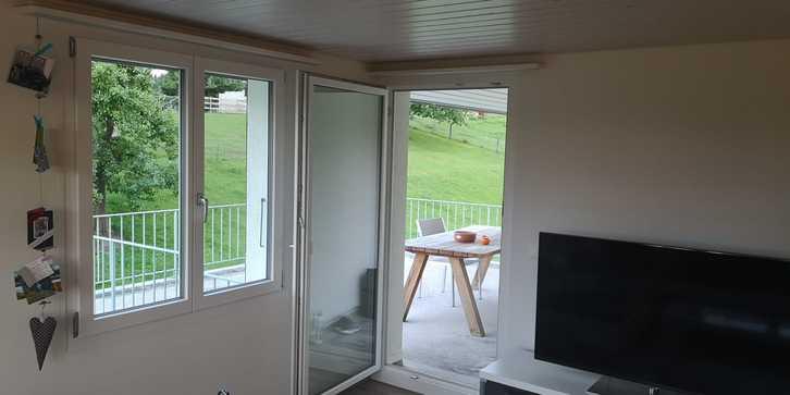 Renovierte, attracktive sowie preiswerte 4-Zimmer Wohnung 2.OG in Zweifamilienhaus inkl. Garage und Aussenparkplatz in Roggliswil 1'350.- pro Monat 3