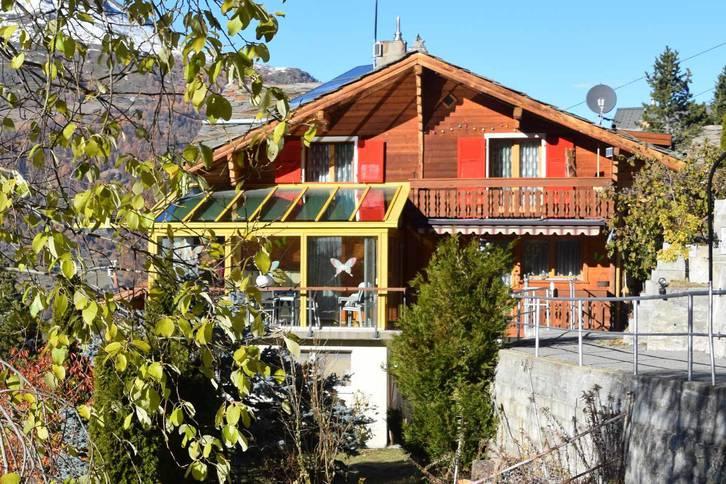 Chalet mit Wintergarten,Balkon,Vorplatz,Spielplatz und Garage. Super Aussicht 3925 Grächen
