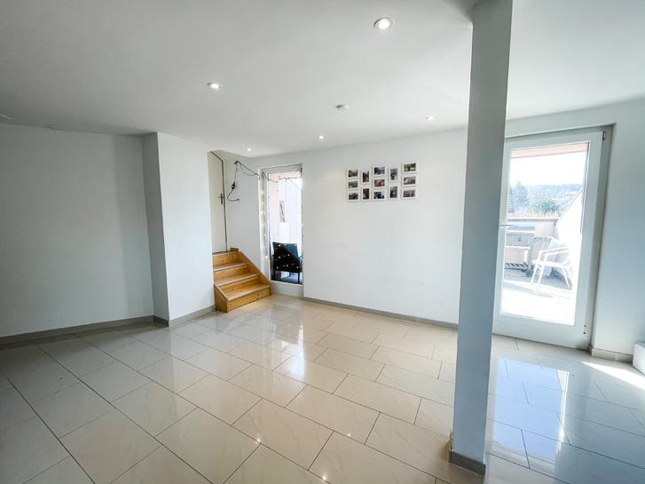 Helle und moderne 3 Zimmer Dachwohnung 8405 Winterthur