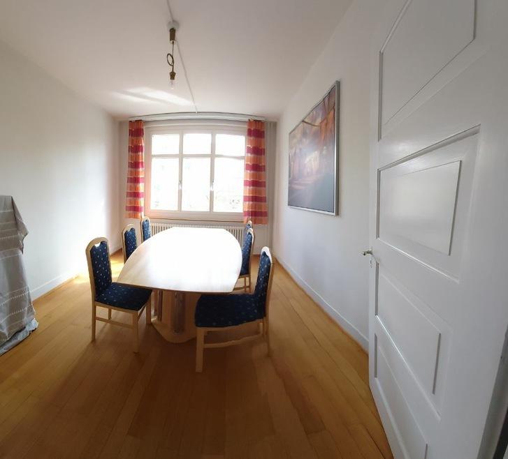 Wunderschönes Zimmer (allenfalls mit Büro) in heimeligem Haus. 2