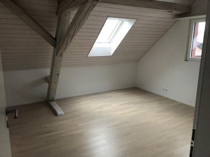Helle 2.5 Zimmer Dachwohnung mit sehr viel Charme  3