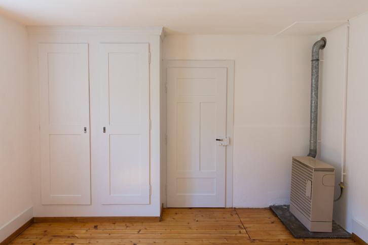 Zu vermieten 4-Zimmer-Altwohnung in altem 2-Familienhaus  2