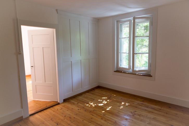 Zu vermieten 4-Zimmer-Altwohnung in altem 2-Familienhaus  3