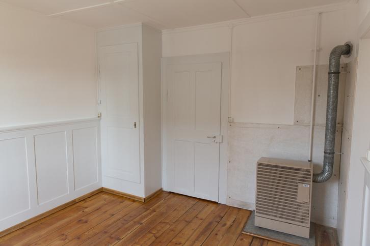 Zu vermieten 4-Zimmer-Altwohnung in altem 2-Familienhaus  4