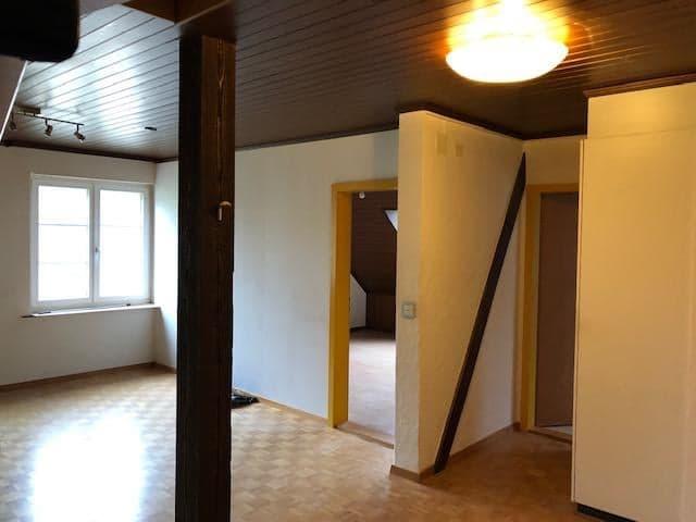 In Hornussen AG Ab sofort.... oder Vereinbahrung günstige 4 1/2 Maisonette-Dachwohnung 5075 Hornussen