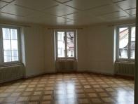 4 Zimmer Altstadt Zofingen mit Balkon und Fenster rundum