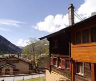 Ostseite HAUS KUNIBERG 2.5 Zimmerwohnung und Studio, Garten + Sitzplatz, zentrale Lage