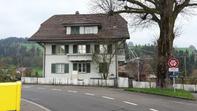 Zu vermieten 4-Zi Wohnung EG mit Garten und Garage. mit Kellerraum und option für weitere Kellerräume