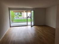 Moderne 2.5 Zimmerwohnung, mit Gartensitzplatz