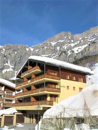 Appartementhaus SASKIA, helle 4.5-Zimmerwohnung mit sehr grossem Balkon Süd, zentrale Lage