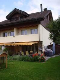 Eckhaus mit Garten