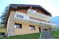 Villa AIDA, luxuriöse Attikawohnung mit Cheminée, Eichenboden und fantastischem Blick