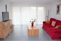 Appartementhaus GOLF C, moderne 2.5-Zimmerwohnung an ruhiger Lage mit grossem Balkon und schöner Aussicht