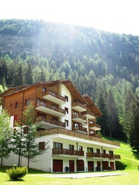 Residenz LES NATURELLES: 3.5-Zimmerwohnung von hoher Qualität schöner Terrassenplatz im Grünen