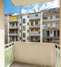 M�blierte 2.5 Zimmerwohnung mit Balkon an zentraler Lage !!!