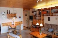APPARTEMENTHAUS TSCHAL, gemütliche 2.5-Zimmerwohnung mit grosser Südterrasse und schönem Ausblick
