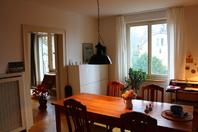 Charmante, helle Altbauwohnung mit Balkon und Garten