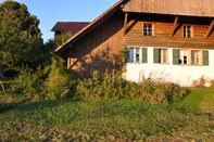 WG Zimmer in freistehendem Bauernhaus mit Garten