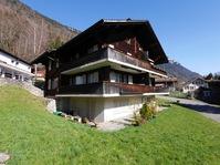 2.5-Zimmer-Wohnung mit PP und Garage und Balkon in Interlaken