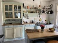 Zu vermieten 4-Zimmer-Altwohnung in altem 2-Familienhaus